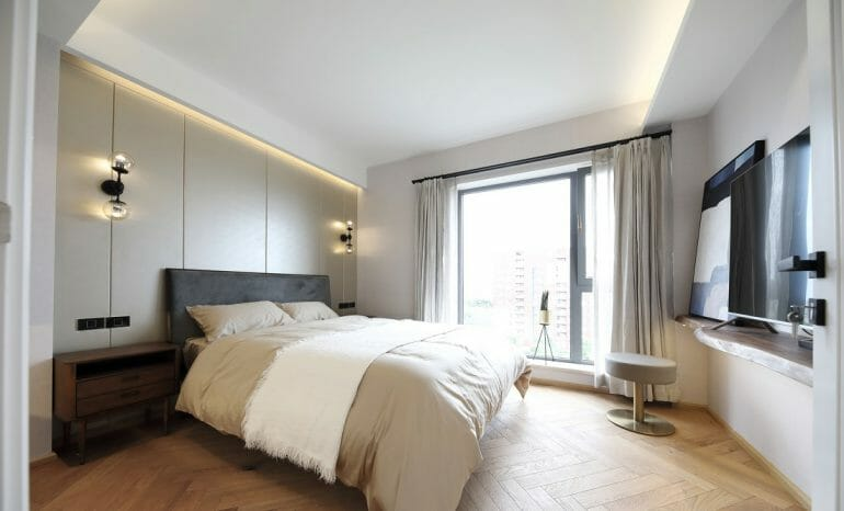 The extra bedroom has a large bed, with white pillows and curtains, and the headboard is a leather-covered PVC sheet and a luxurious night light.