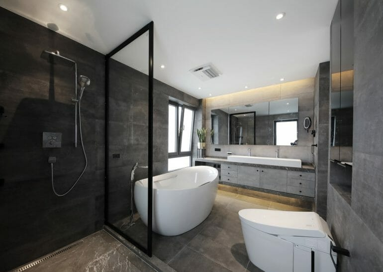 Bathroom in master bedroom, fully equipped with modern sanitary equipment