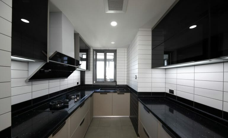 fully equipped kitchen, the kitchen surface is used artificial mirror tiles of black stone, the walls are tiled with easy-to-clean ceramic tiles - Nordic interior