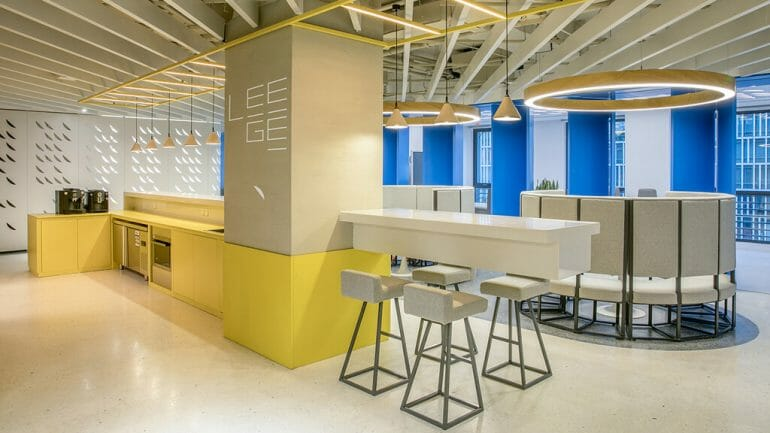 Another view of the office full of light and smart interior layout brings spacious space - beautiful modern office