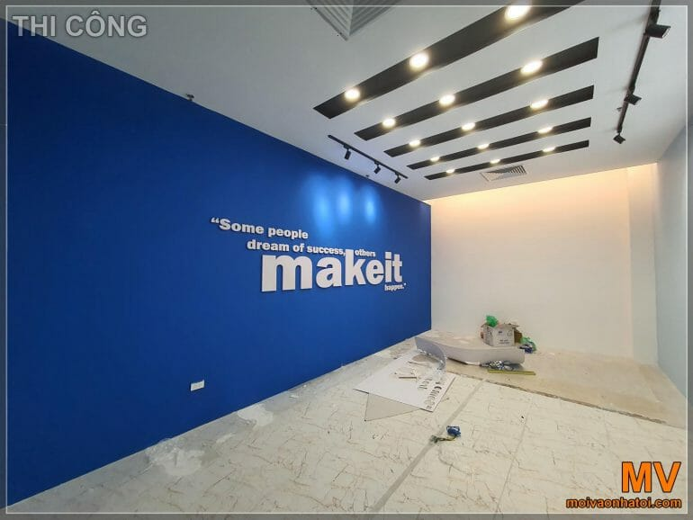 Construction of large meeting room office