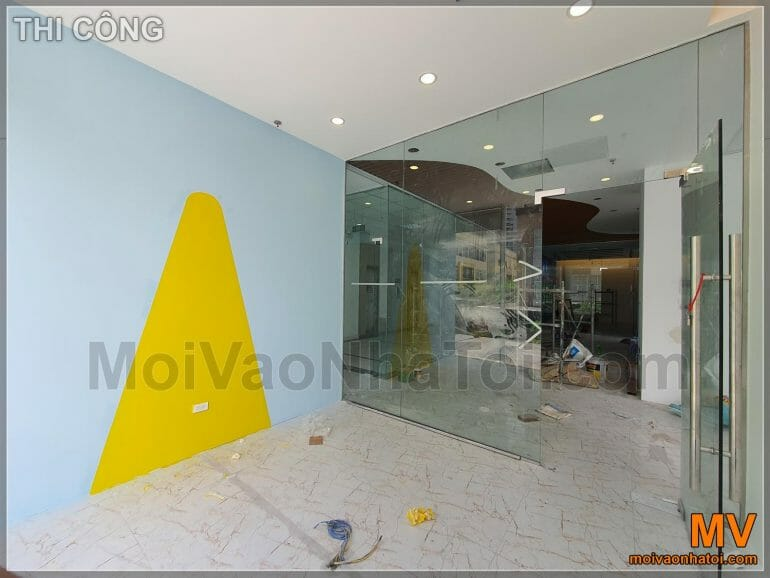 Construction of office furniture with decorative paint arrays