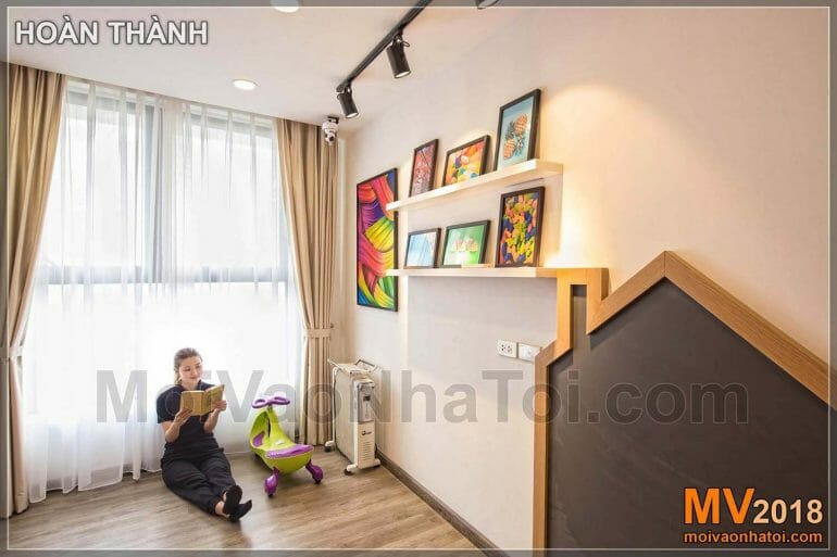 Girl's bedroom brings a sense of spaciousness thanks to the large window of Dang Xa Apartment